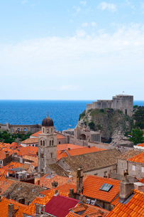 城塞から見た旧市街とアドリア海の写真素材 [FYI01558556]