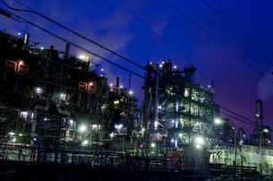 京浜工業地帯の夜景の写真素材 [FYI01558781]