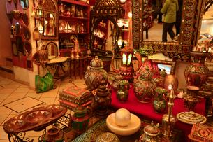 フェズ市街銅製品店の写真素材 [FYI01558813]