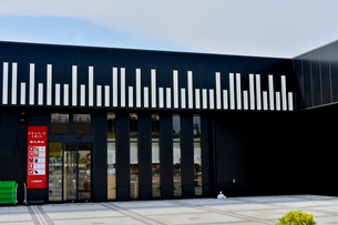 ピアノの鍵盤に見立てた浜松サービスエリア の写真素材 [FYI01558937]