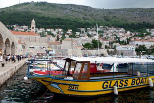港と観光客の写真素材 [FYI01559234]