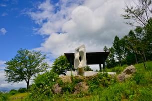 富士見高原創造の森彫刻公園の作品の写真素材 [FYI01559331]