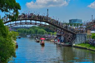 潮来あやめ祭り会場の嫁入り舟の写真素材 [FYI01559336]