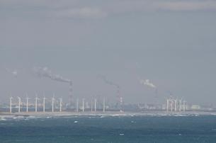 銚子ポートタワーから見た北総台地の風車群の写真素材 [FYI01559438]