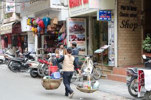 旧市街 食べ物売りの写真素材 [FYI01559451]