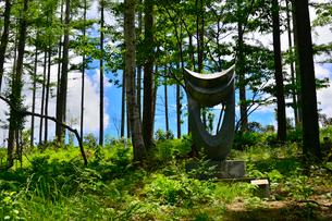 富士見高原創造の森彫刻公園の作品の写真素材 [FYI01559614]