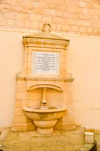 大聖堂付近の水場の写真素材 [FYI01559671]