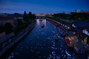 潮来あやめ祭り天の川をイメージしたLED放流の写真素材 [FYI01559718]
