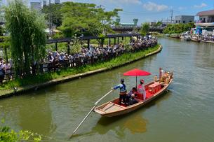 潮来あやめ祭り会場の嫁入り舟の写真素材 [FYI01559809]