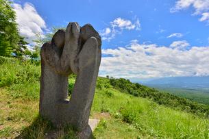 富士見高原創造の森彫刻公園の作品の写真素材 [FYI01559820]