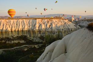 熱気球からみたカッパドキアの写真素材 [FYI01559925]
