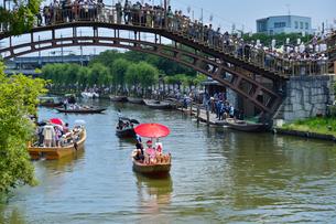 潮来あやめ祭り会場の嫁入り舟の写真素材 [FYI01559975]