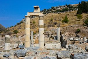 エフェソス遺跡群 プリタネイオンの柱の写真素材 [FYI01559978]