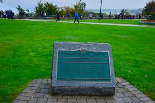 ナイアガラ・フォールズパークの碑の写真素材 [FYI01559998]