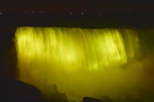ナイアガラ・フォールズのライトアップの写真素材 [FYI01560036]