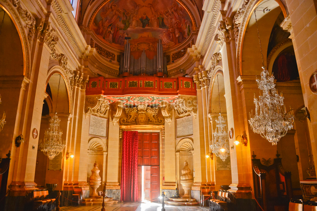 大聖堂内部の写真素材 [FYI01560158]