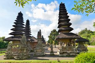 ヒンドゥー教のタマン・アユン寺院のメル(多重石塔)の写真素材 [FYI01560444]