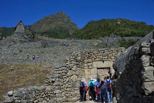 マチュピチュ遺跡市街地入口(内側から見た)の写真素材 [FYI01560508]
