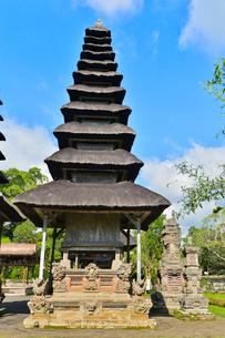 ヒンドゥー教のタマン・アユン寺院のメル(多重石塔)の写真素材 [FYI01560595]