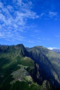 ワイナピチュ山から見たマチュピチュ遺跡の写真素材 [FYI01560649]