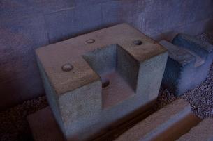 コリカンチャ,精巧な石組みの技術を物語る細工が施された石の写真素材 [FYI01560685]