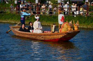 潮来あやめ祭り嫁入り舟の写真素材 [FYI01560731]