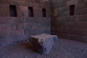 コリカンチャ,精巧な石組みで出来た内部と遺跡の写真素材 [FYI01560748]