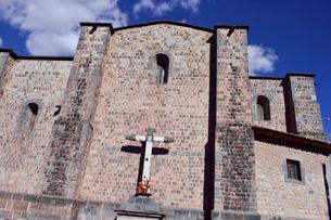 コリカンチャ,側壁に作られた十字架(スペイン統治下)の写真素材 [FYI01560918]