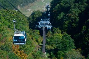 白馬五竜高山植物園ゴンドラリフトの「五竜テレキャビン」の写真素材 [FYI01561009]