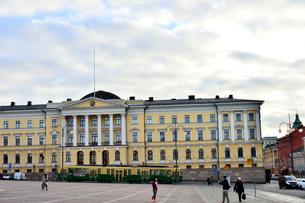 ヘルシンキ市内を走るトラムの写真素材 [FYI01561071]