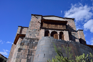 コリカンチャ(サント・ドミンゴ教会)下部はインカ時代の石組みの写真素材 [FYI01561088]