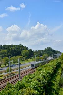 偕楽園脇の陸橋から見た電車の写真素材 [FYI01561142]