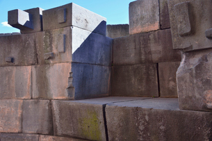 コリカンチャ(サント・ドミンゴ教会)湾曲に組まれた石組みの写真素材 [FYI01561156]