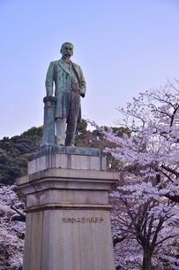 九段坂公園にある品川子爵 品川弥二郎  の銅像の写真素材 [FYI01561160]