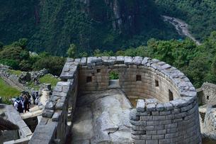 マチュピチュ遺跡の太陽の神殿(曲線の石組み)の写真素材 [FYI01561236]
