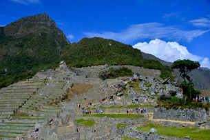 マチュピチュ山とマチュピチュ遺跡の写真素材 [FYI01561253]