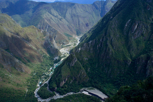 マチュピチュのインカ道からみた山と河川の写真素材 [FYI01561319]