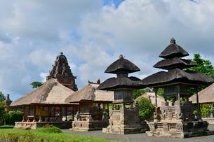 ヒンドゥー教のタマン・アユン寺院のメル(多重石塔)の写真素材 [FYI01561424]