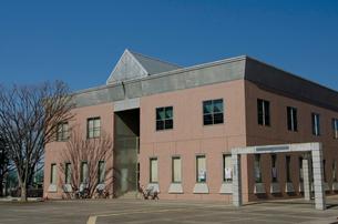 牛久市中央生涯学習センターや文化ホールがある施設の写真素材 [FYI01561654]