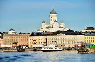 ヘルシンキ大聖堂と街並みの写真素材 [FYI01561797]