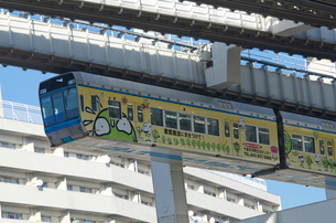 モノレール走る千葉駅前の写真素材 [FYI01561799]