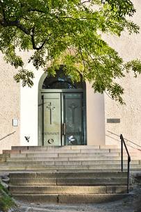 スオメンリンナ教会の入口扉の写真素材 [FYI01561992]