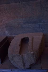 コリカンチャ,精巧な石組みの技術を物語る細工が施された石の写真素材 [FYI01562025]