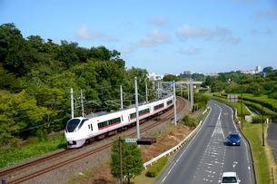 偕楽園脇の陸橋から見た電車の写真素材 [FYI01562048]