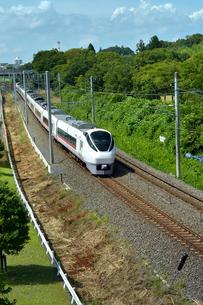 偕楽園脇の陸橋から見た電車の写真素材 [FYI01562119]