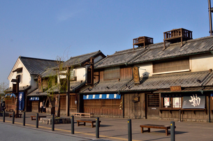 鬼平江戸処をイメージした建物の羽生パーキングエリアの写真素材 [FYI01562135]