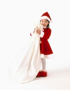 サンタの服を着た女の子の写真素材 [FYI01562150]
