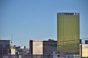 トランプインターナショナルホテルがあるラスベガスの景観の写真素材 [FYI01562216]