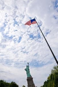 星条旗と自由の女神の写真素材 [FYI01562258]