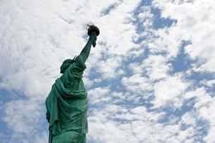 自由の女神と空の写真素材 [FYI01562432]